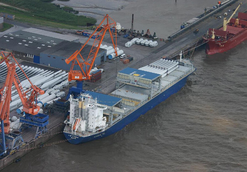 2015-07-14_Umschlag-WEA-Komponenten_Copyright-Brunsbüttel-Ports-GmbH